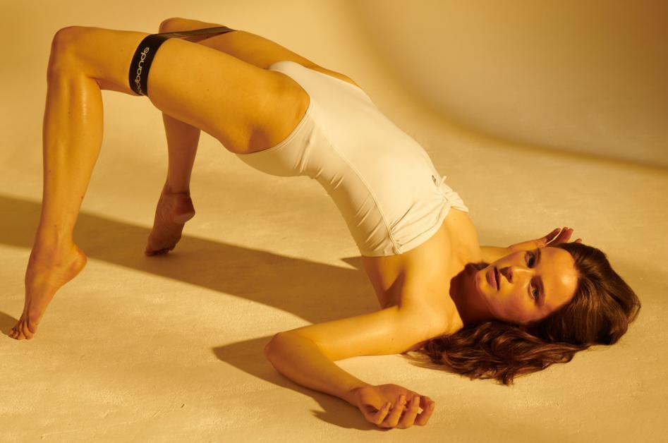 Легка на подъем: фитнес-съемка из июльского приложения Vogue