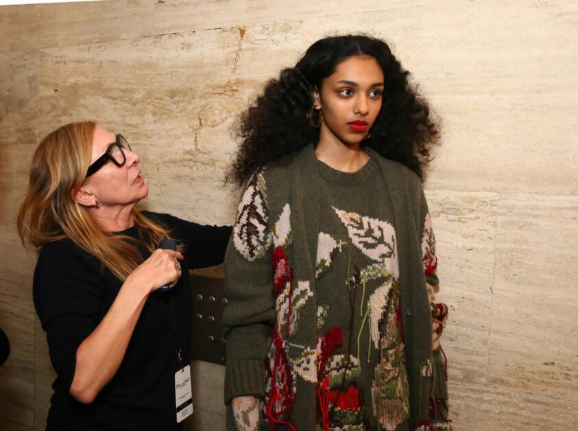 С высоко поднятой головой: интервью с легендарным стилистом по прическам Одиль Жильбер