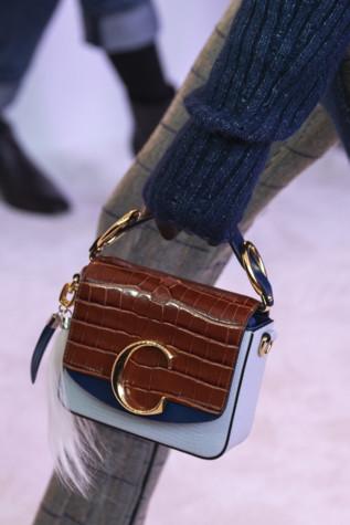 75 лучших сумок на Неделе моды в Париже 8380284af2ce2