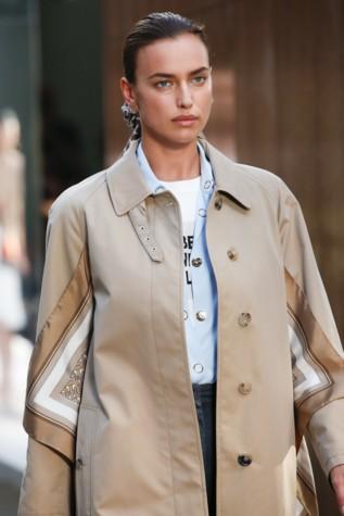 d41510cc119f Неделя моды в Лондоне. Все статьи и новости с Неделя моды в Лондоне.