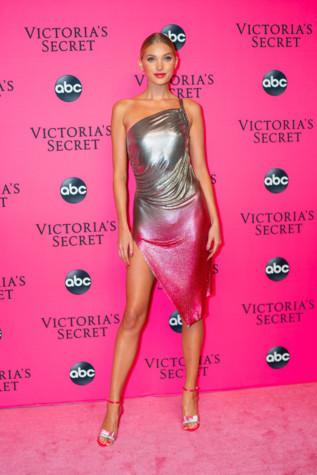 Victoria s Secret. Все статьи и новости с Victoria s Secret. - Vogue UA 96d9eb5fdfda0