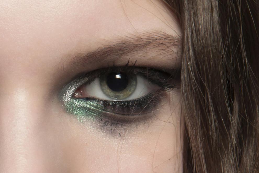 Сквозь снег: новые водостойкие средства для макияжа глаз