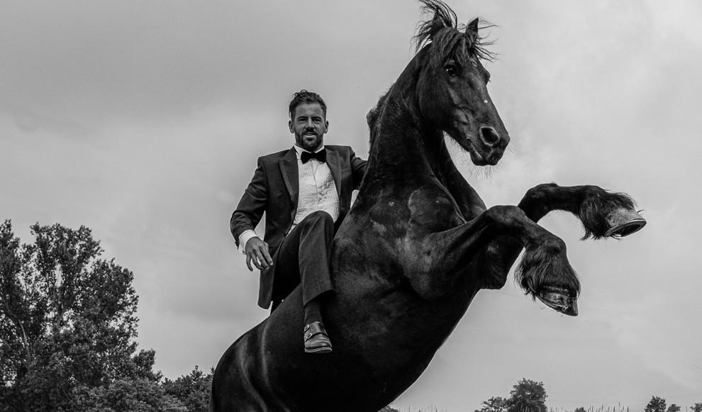 Заклинатель лошадей: как Санти Серра Кэмпс продвигает идею свободы в конном спорте