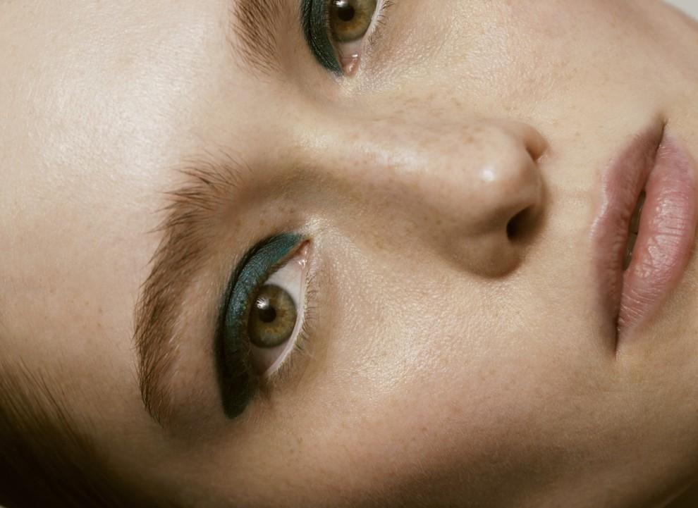На контрасті: пастельний макіяж і сяюча шкіра