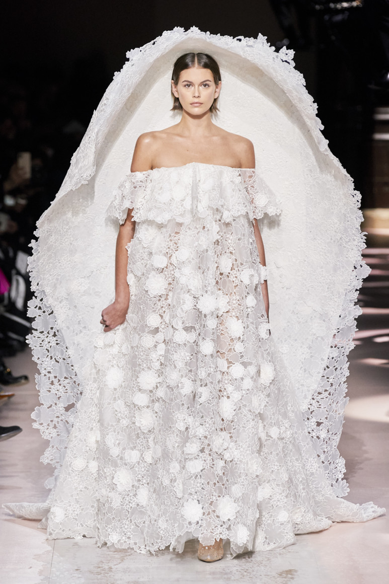 5e281df148364 - GIVENCHY COUTURE SPRING SUMMER 2020