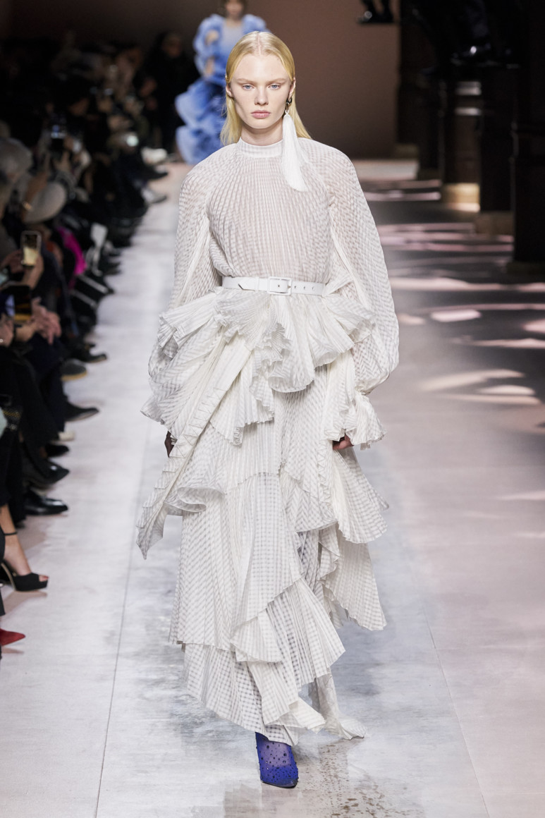 5e281d839b4d2 - GIVENCHY COUTURE SPRING SUMMER 2020