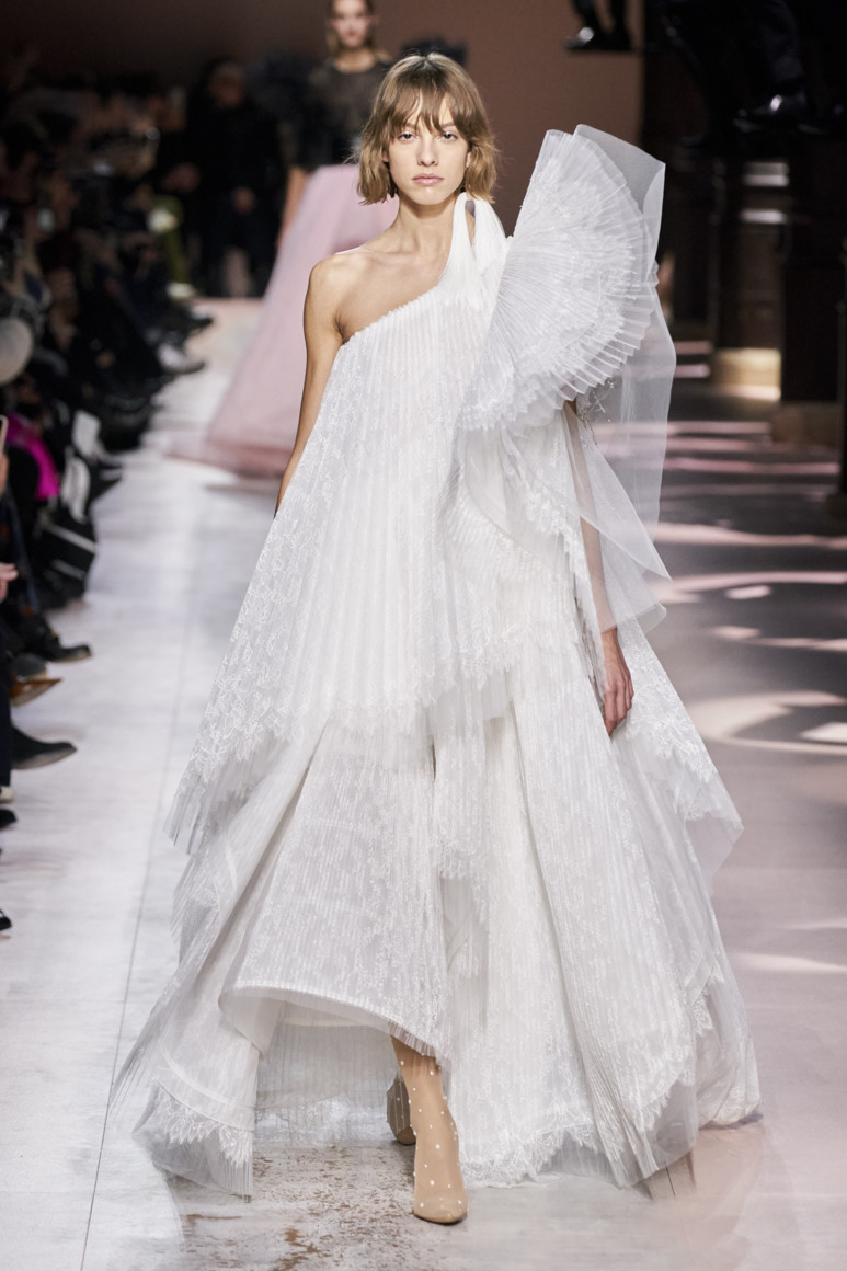 5e281dee885bd - GIVENCHY COUTURE SPRING SUMMER 2020