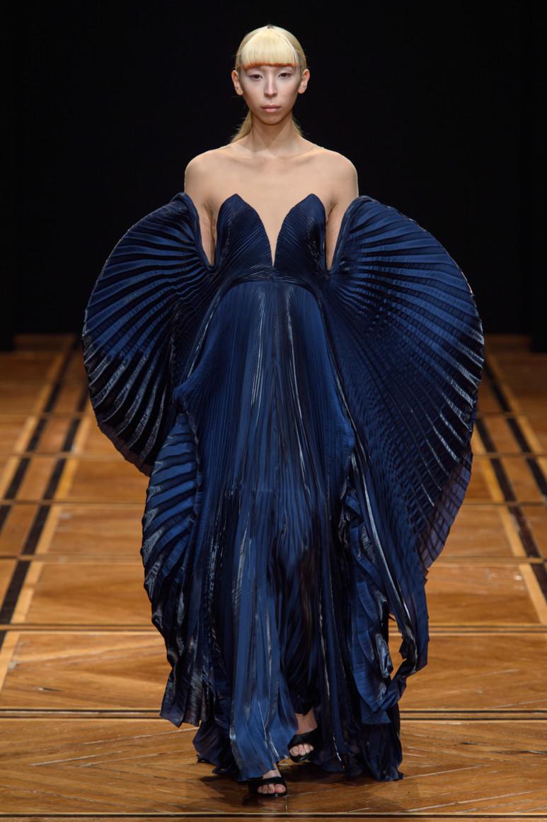 5c45ced243caa - Богиня эксперимента: Iris van Herpen Couture s/s 2019