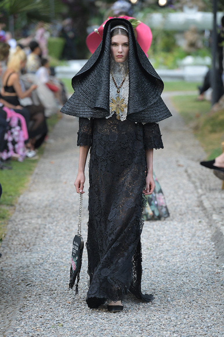 5b41d92946cb8 - Dolce&Gabbana Alta Moda: на романтичной волне