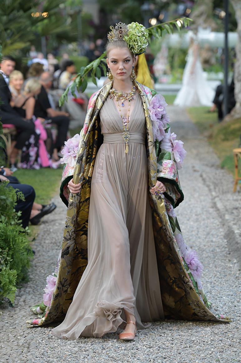 5b41d92f63d0a - Dolce&Gabbana Alta Moda: на романтичной волне