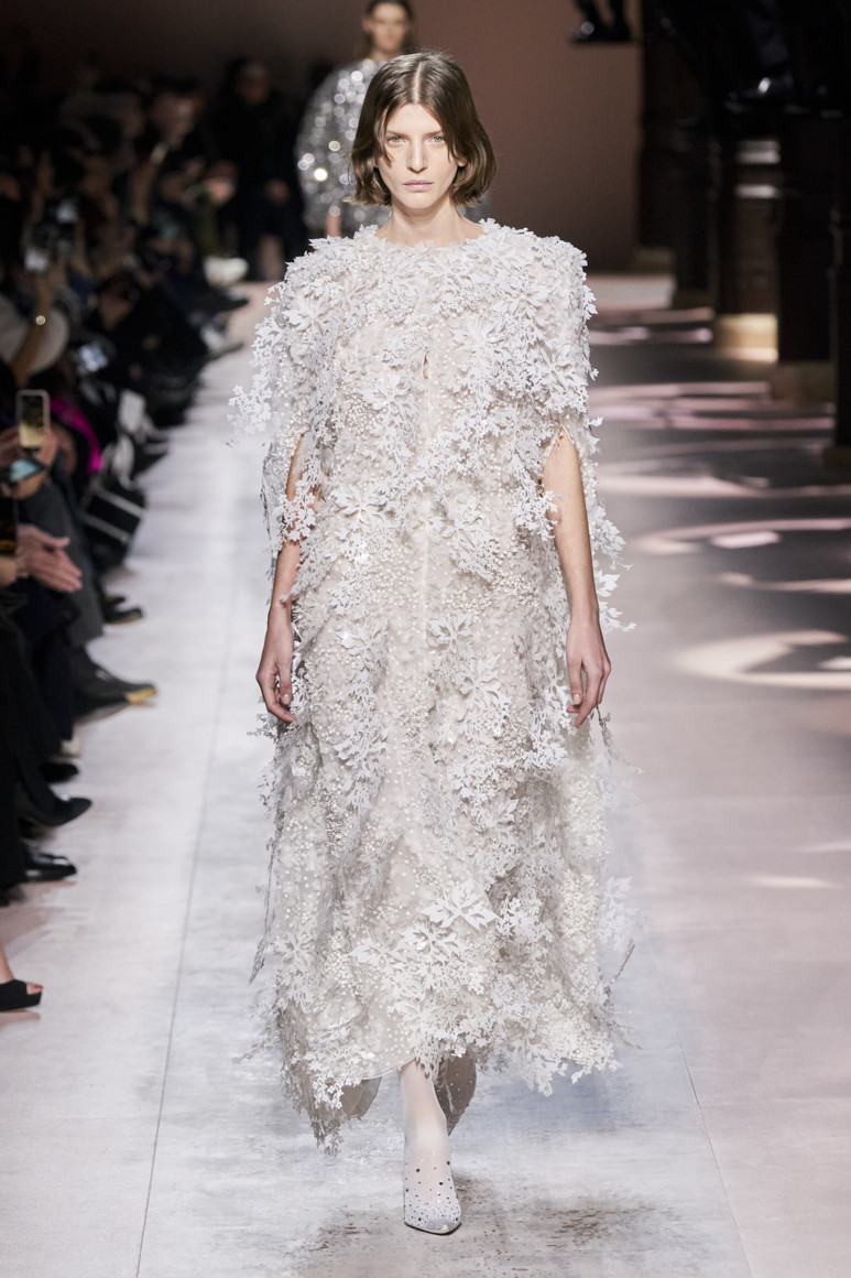 5e281d8804ff3 - GIVENCHY COUTURE SPRING SUMMER 2020