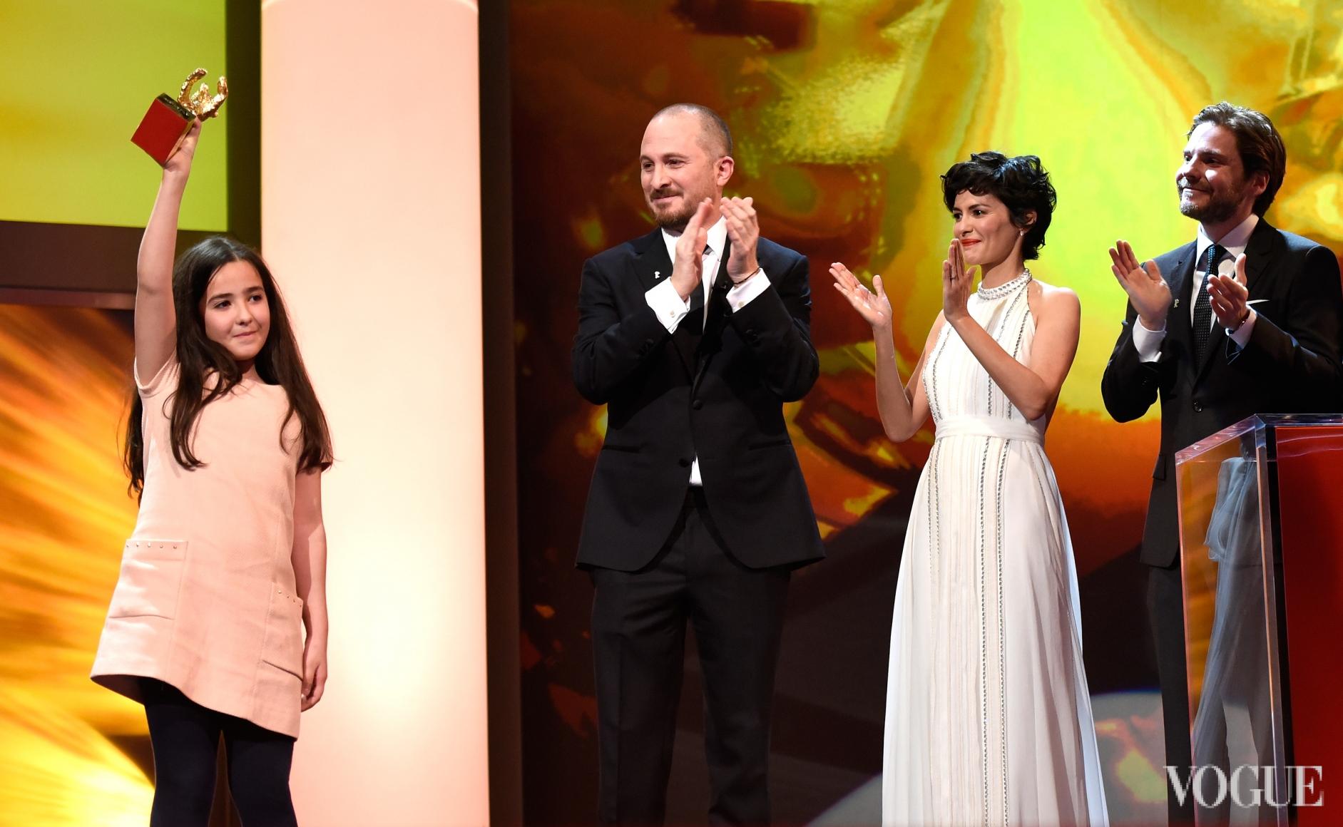 Ханна Саеди получает главный приз фестиваля за своего дядю, режиссера Джафара Панахи