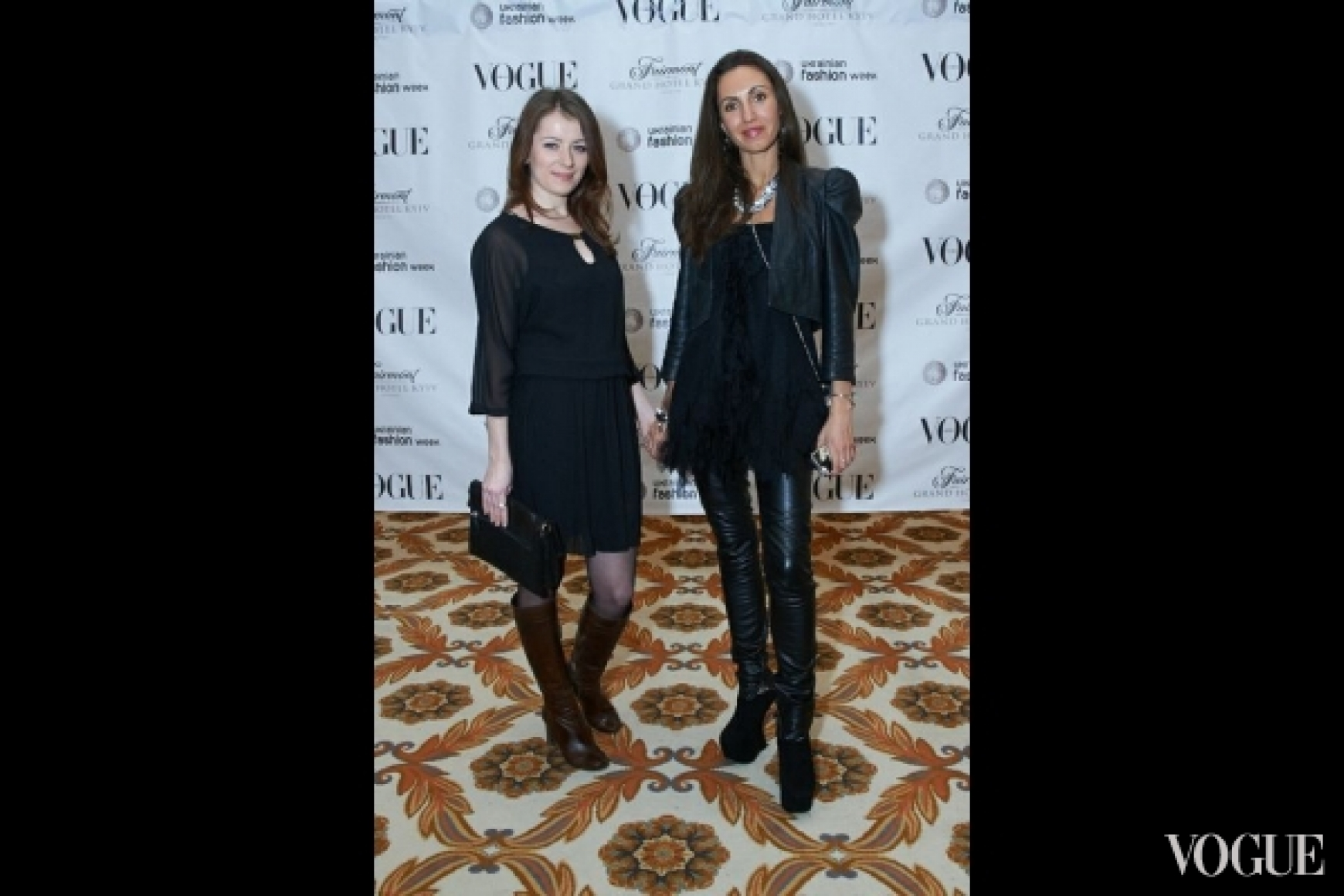 Нина Радзиевская (справа)