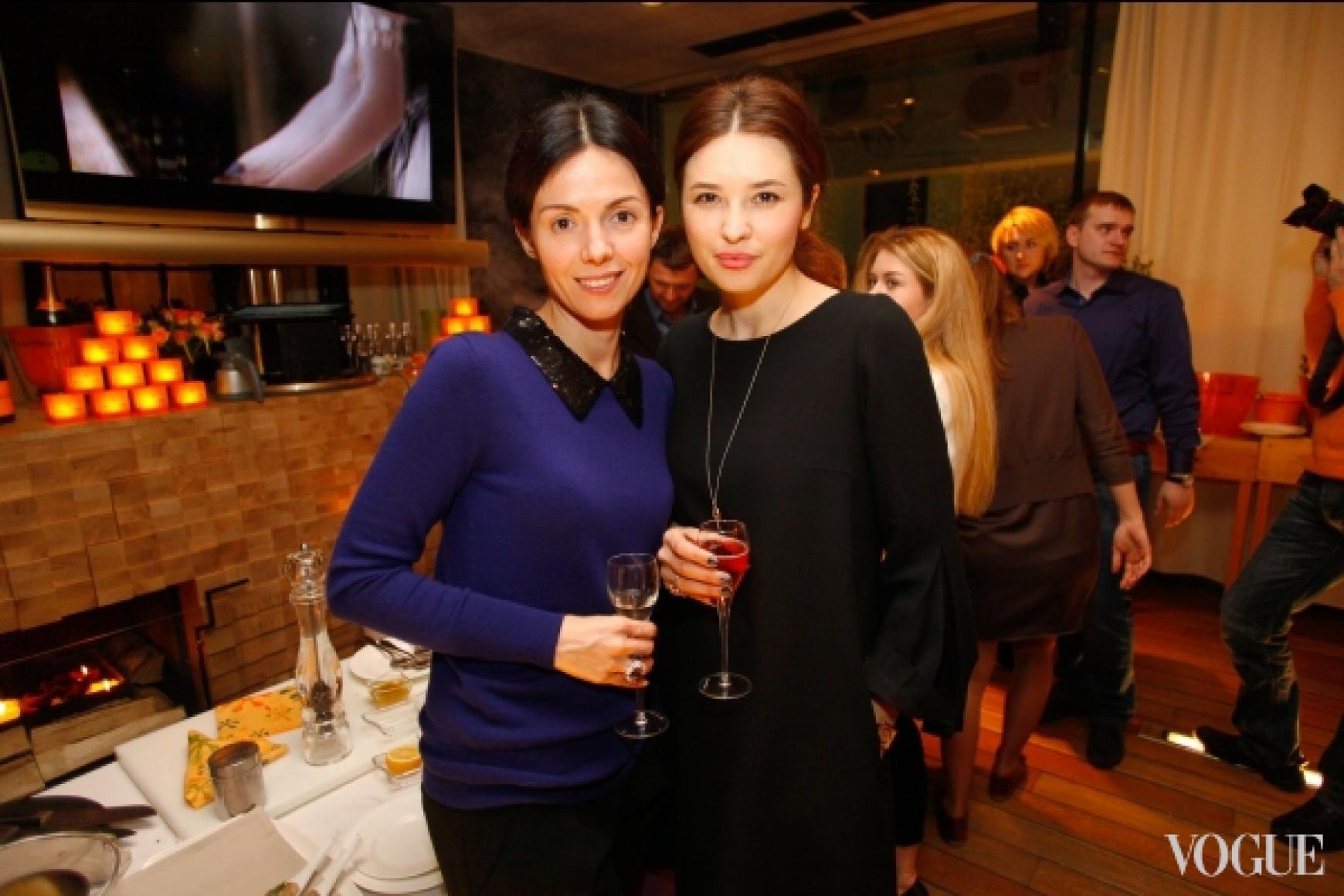 Елена Рева (справа)