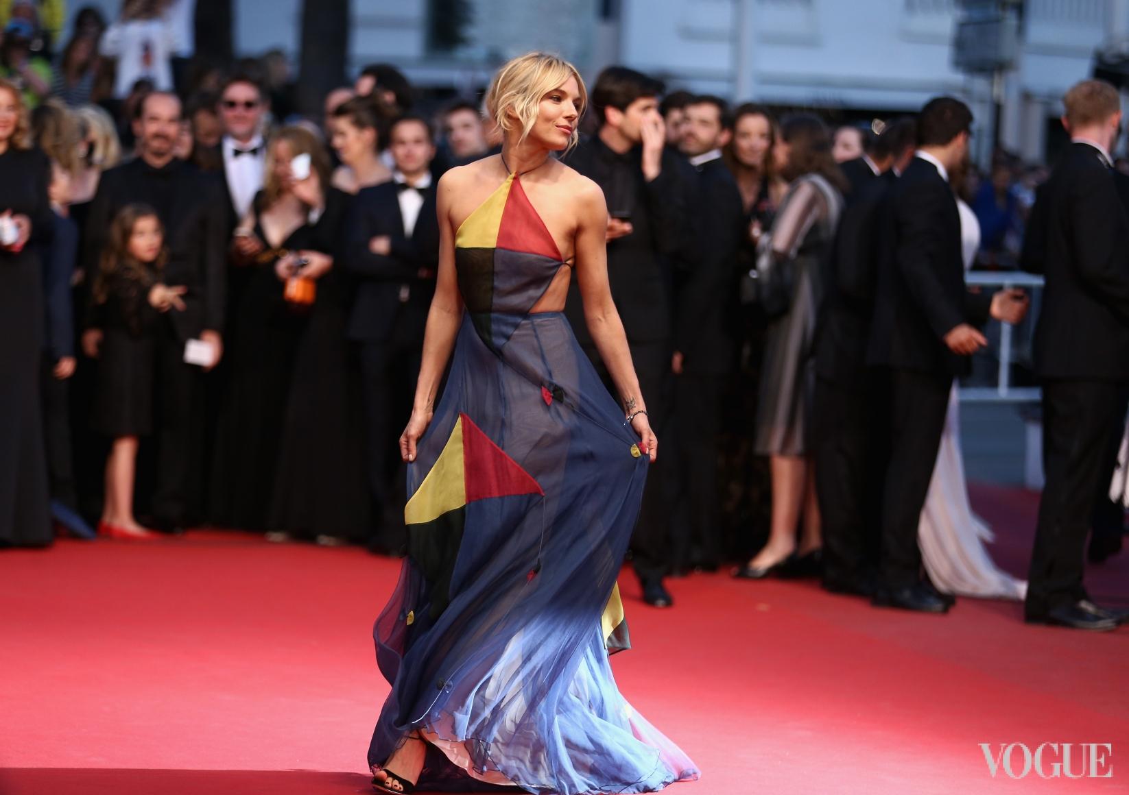 Сиенна Миллер в Valentino Couture
