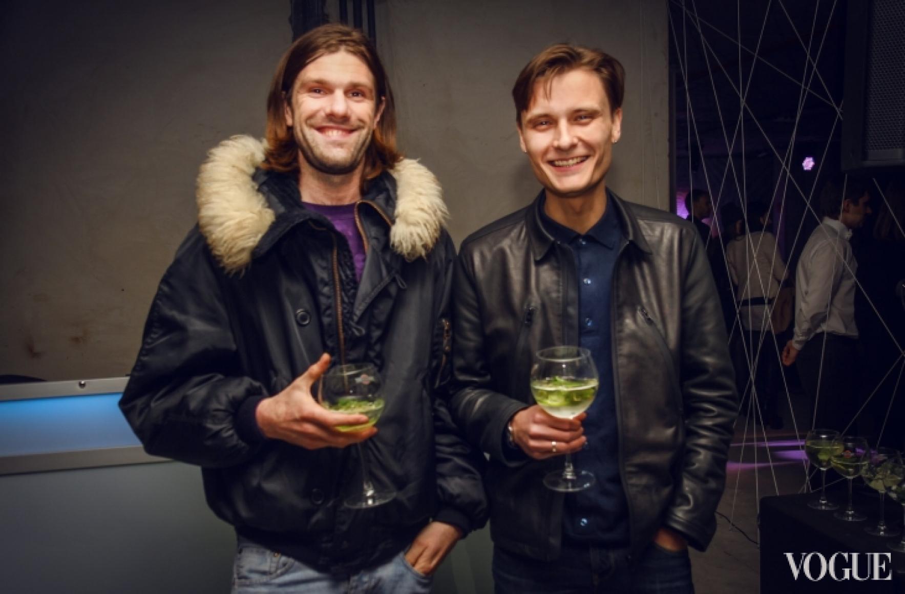 Саша Каневский (слева)