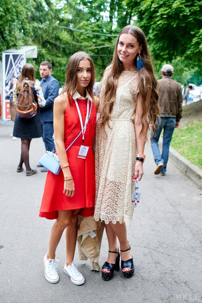 Елена Мигдисова (справа)