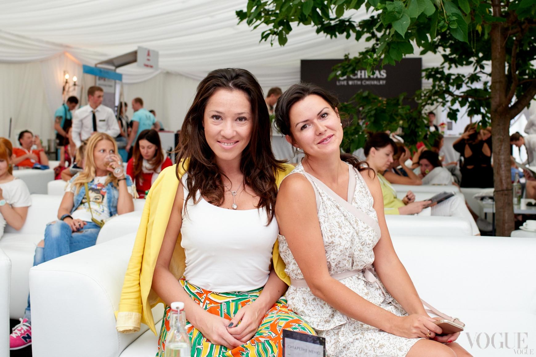 Алена Даць (справа)