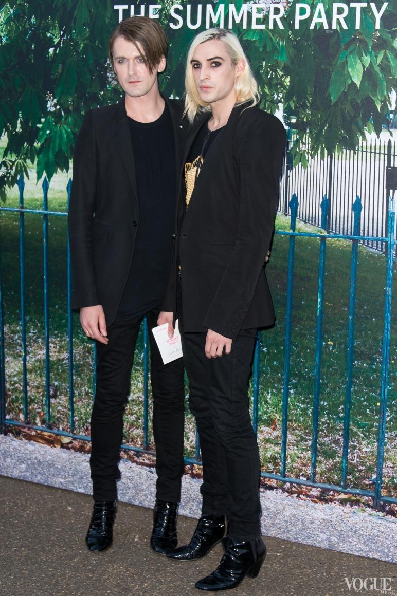 Гарет Пью (слева)