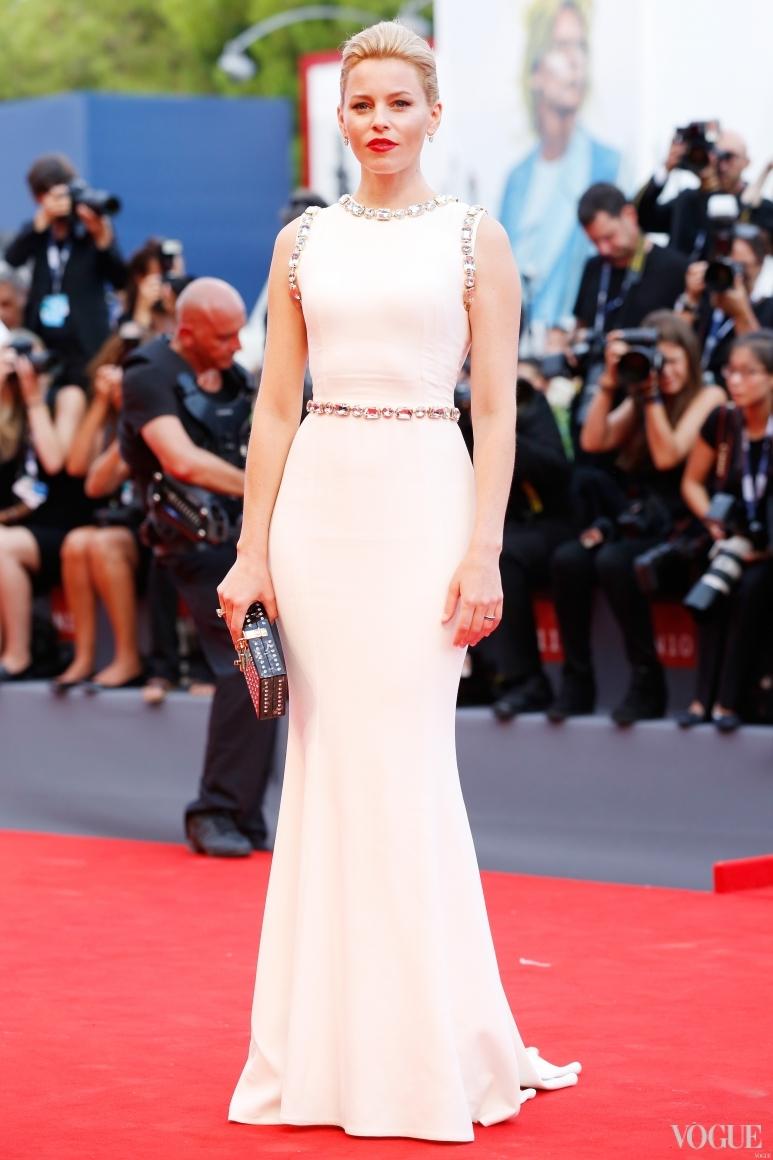 Элизабет Бэнкс в Dolce & Gabbana