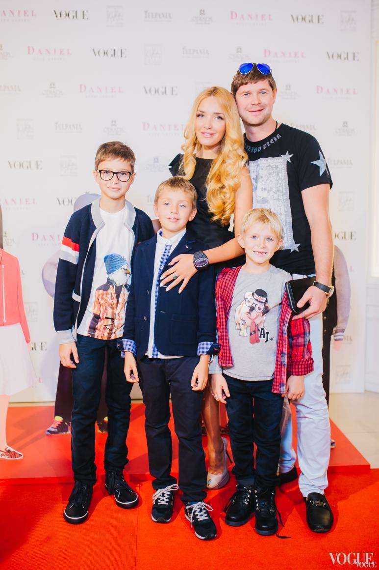 Виктория Мартынюк-Чекурда с мужем и детьми
