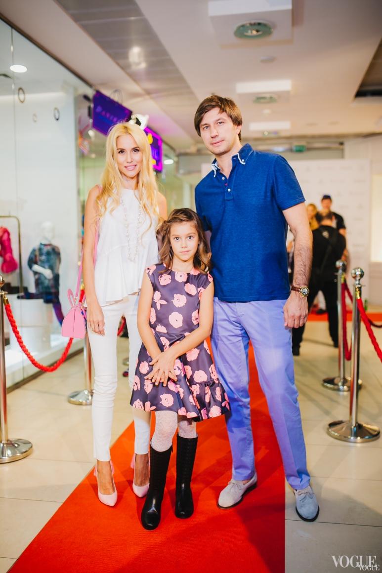 Елизавета и Владимир Ядловские с дочерью Элли