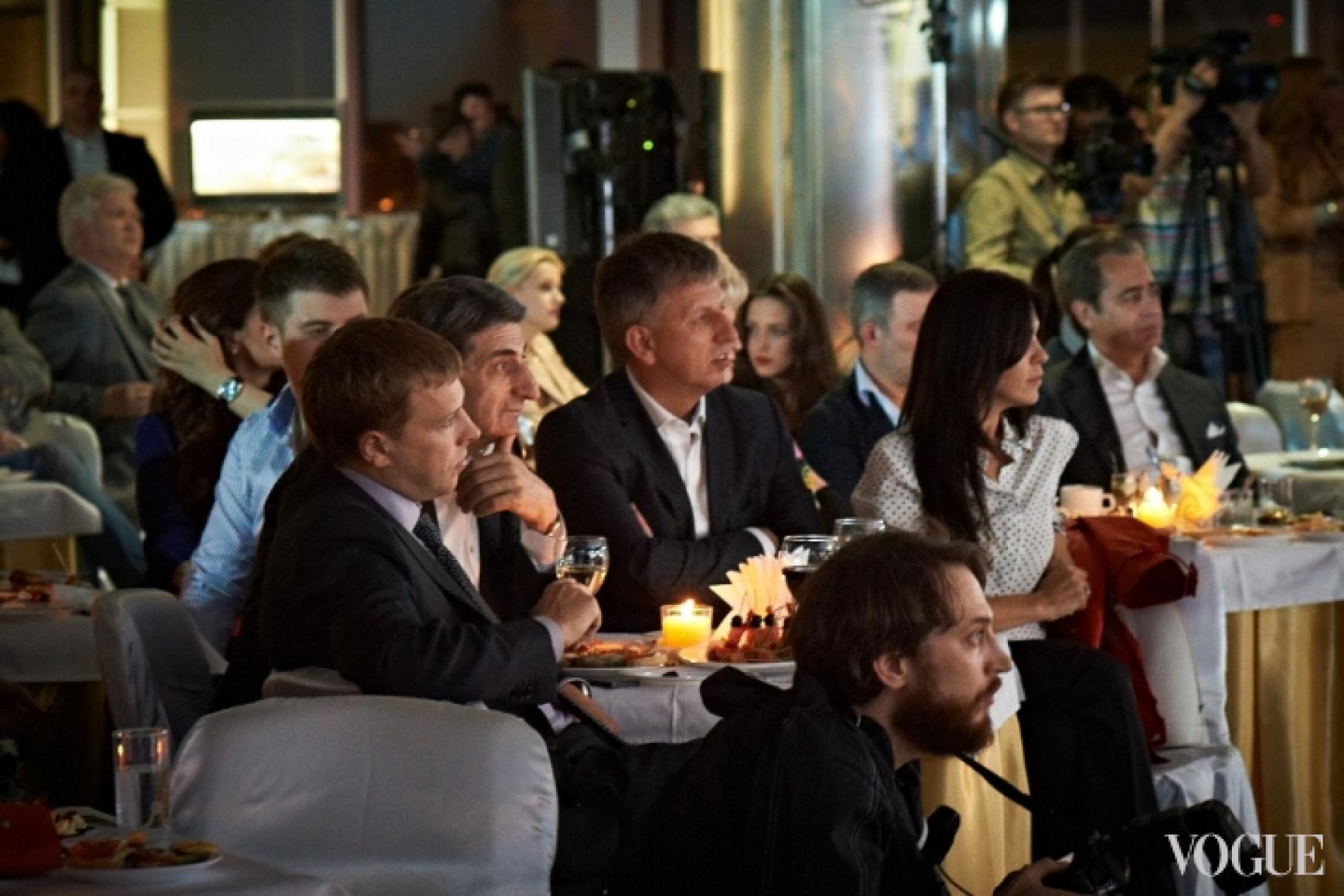 Виталий Хомутынник, Тариэл Васадзе и Владимир Макеенко с женой Светланой