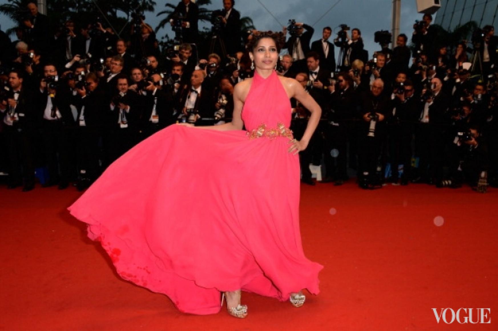 Фрида Пинто в платье Gucci и украшениях Chopard