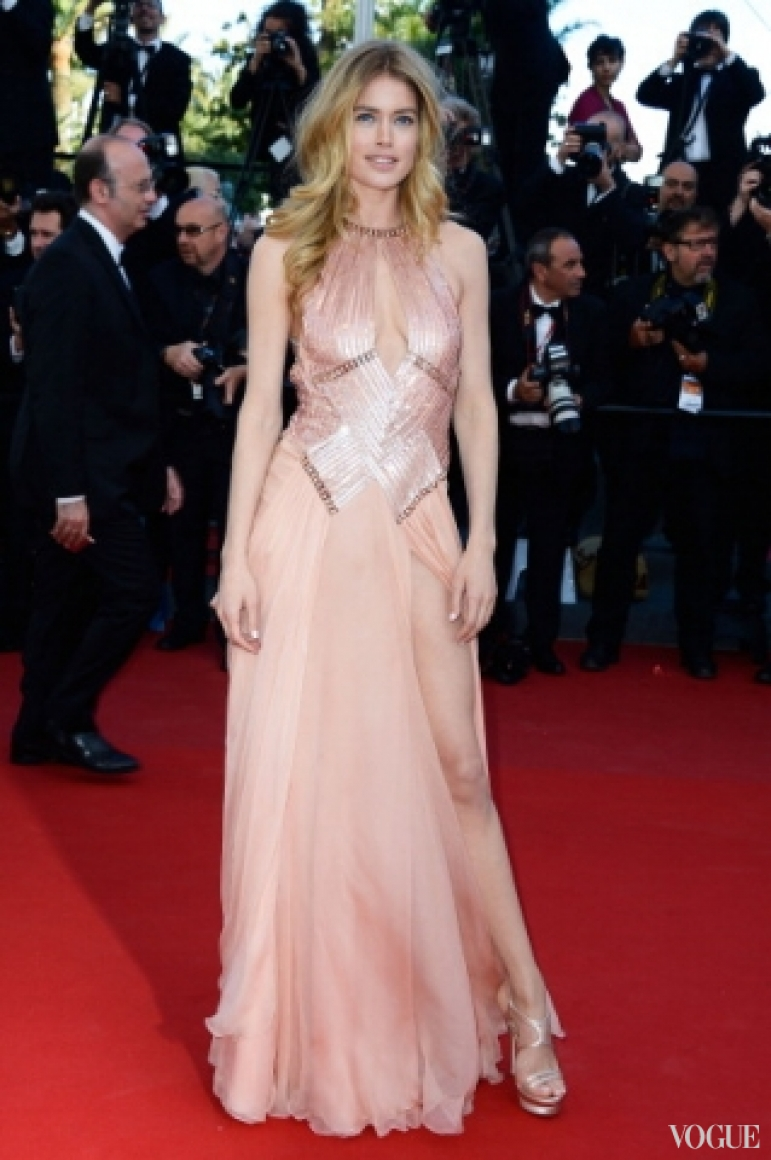 Даутцен Крез в платье Atelier Versace