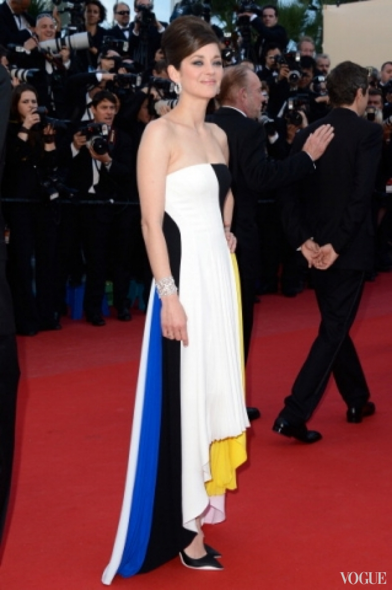 Марион Котийяр в платье Christian Dior Cruise