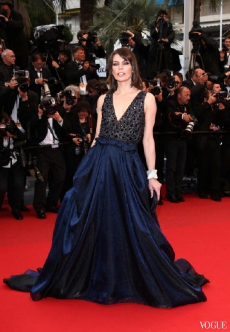 Милла Йовович в платье Armani
