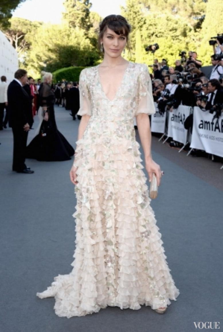 Милла Йовович в платье Valentino Couture