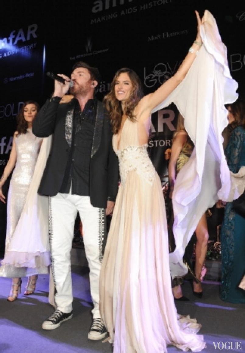 Саймон ле Бон, Кэти Нешер и Алессандра Амбросио в платье Zuhair Murad