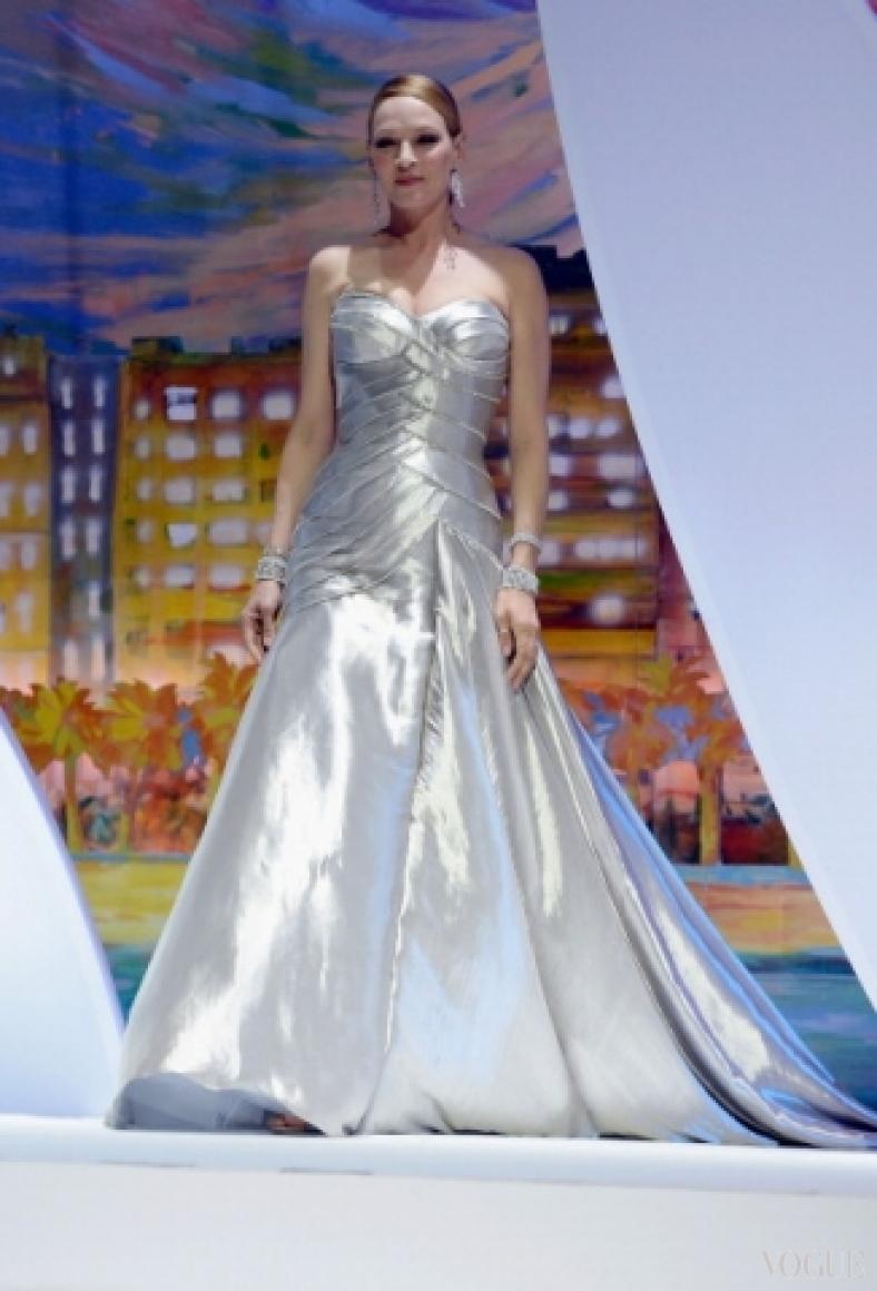 Ума Турман в платье Atelier Versace