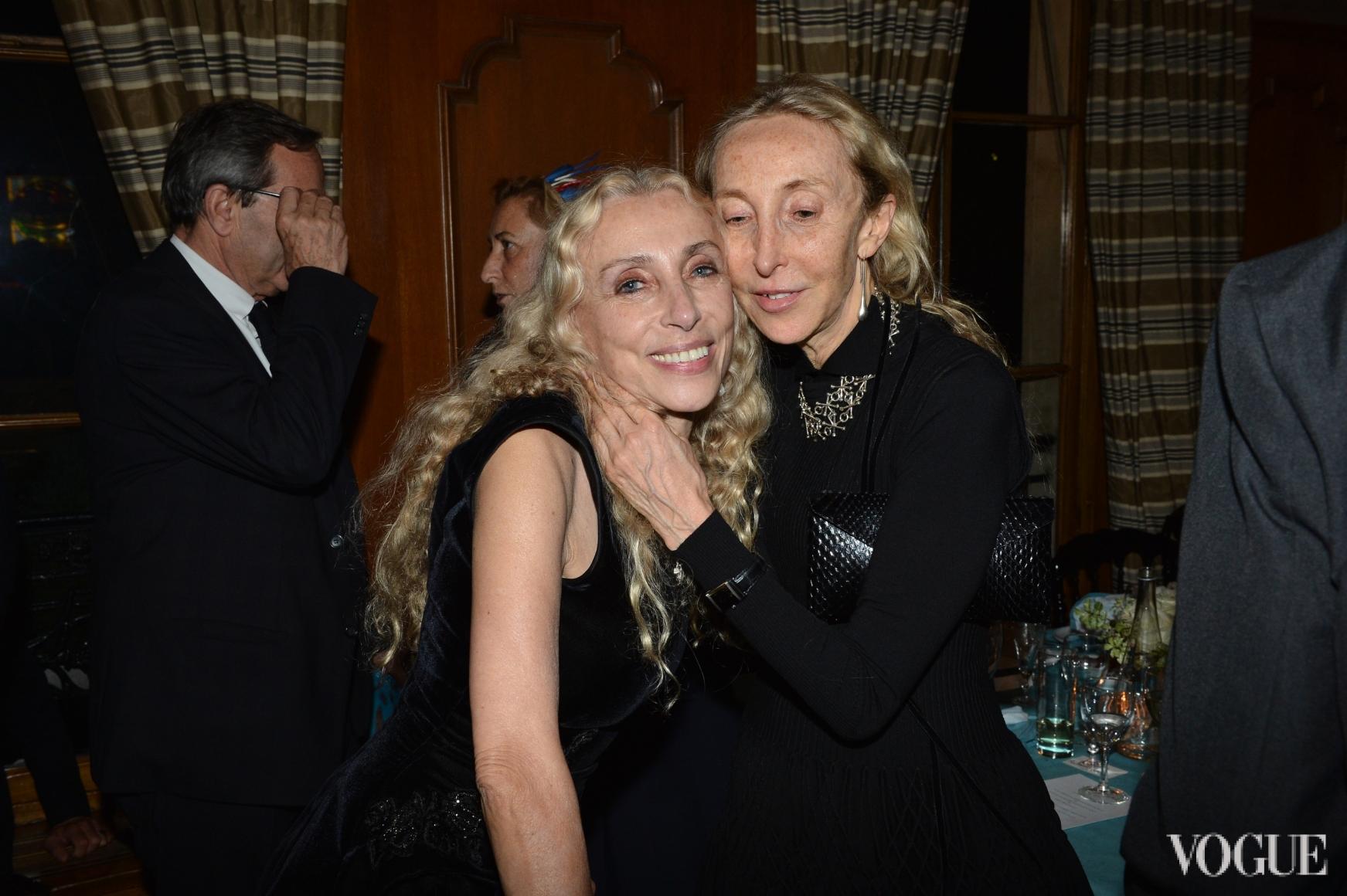 Франка Соццани с сестрой Карлой Соццани