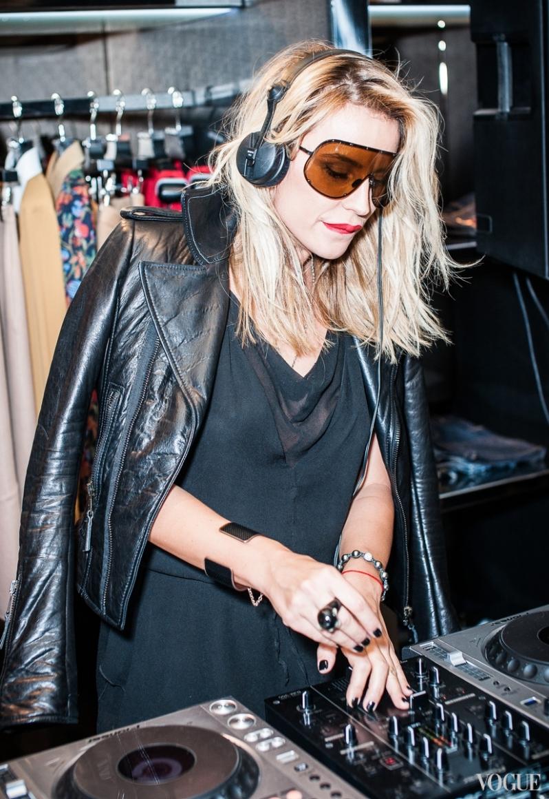 DJ Ева