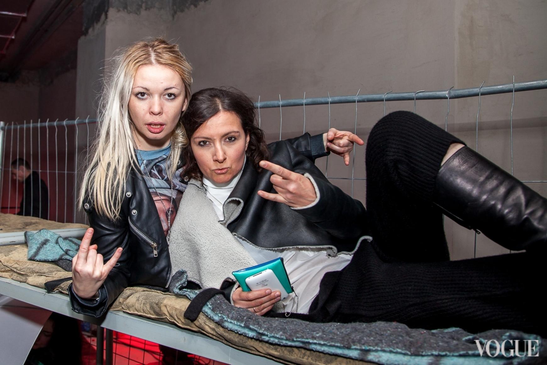 Елена Буренина (справа)