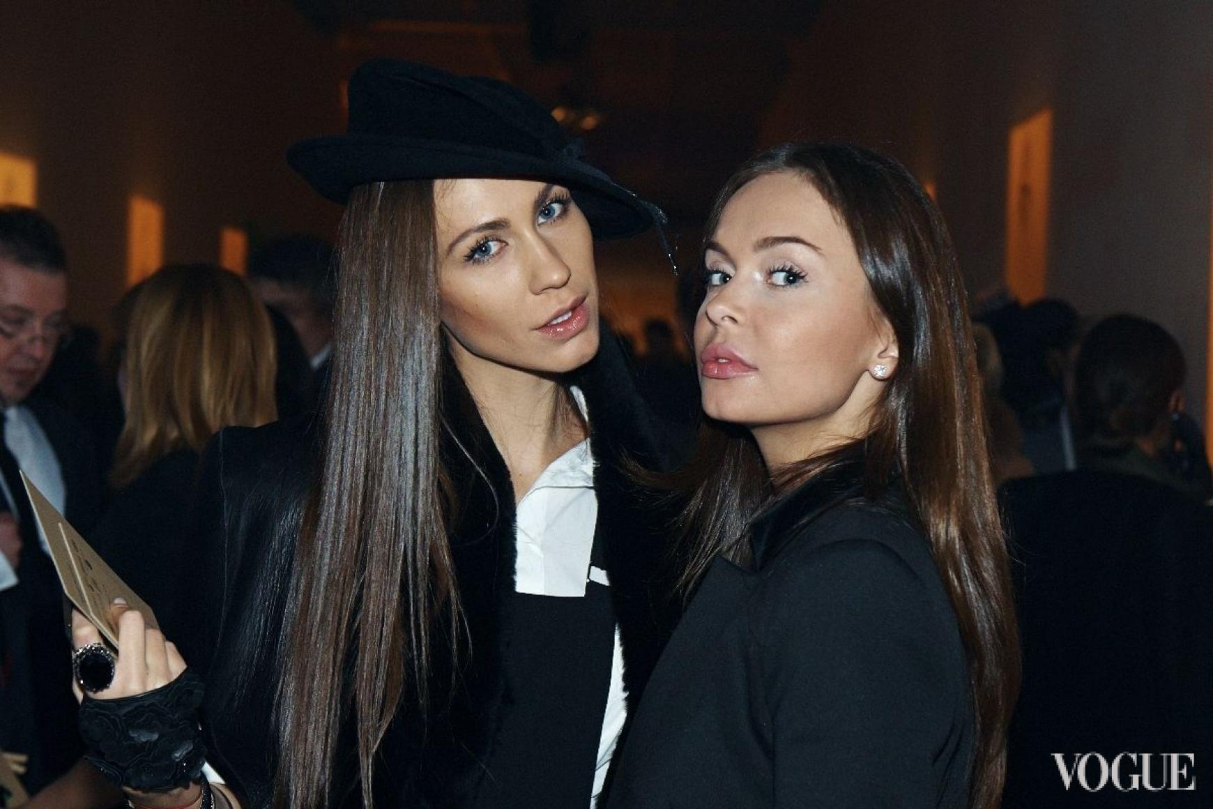 Юлия Воронова (справа)