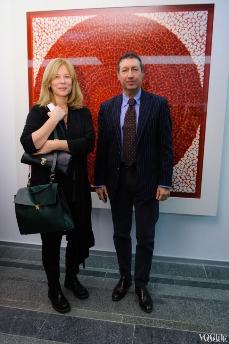 Лилия Пустовит и гость выставки