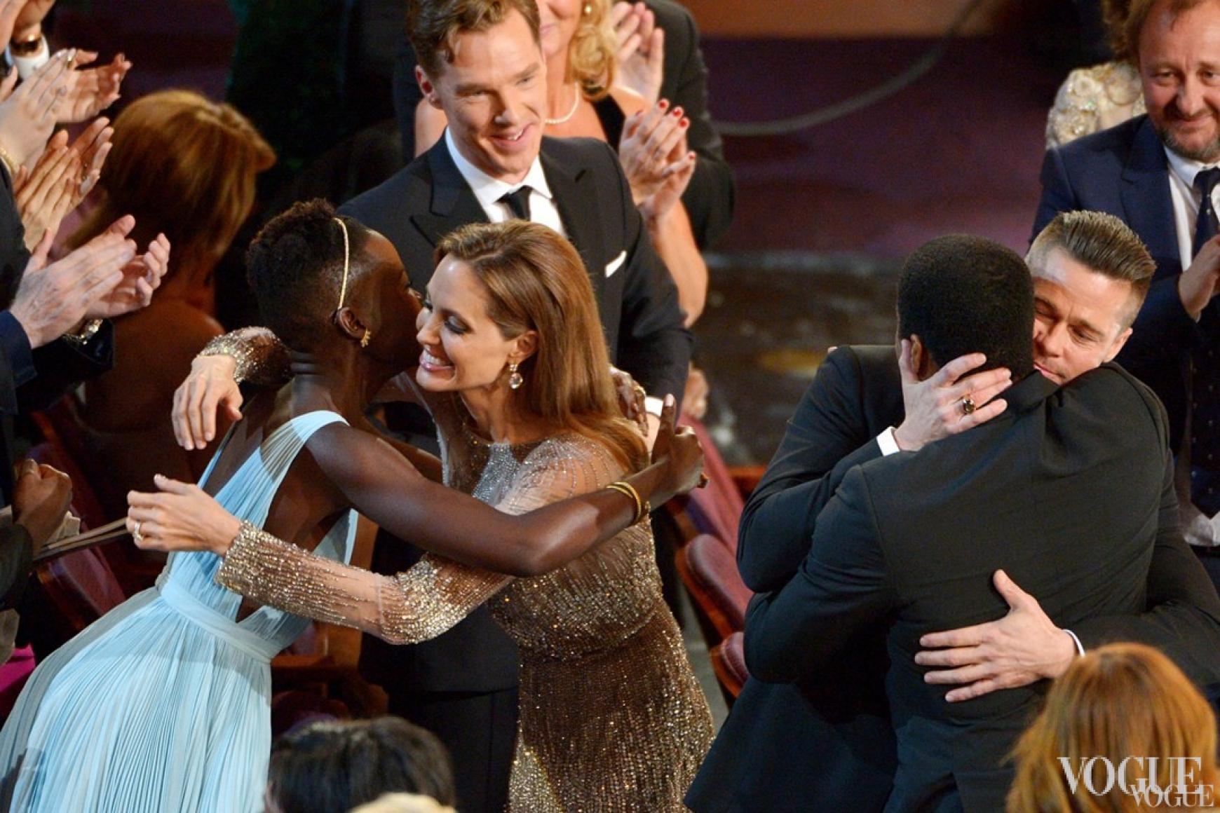Анджелина Джоли поздравляет Люпиту Нионго