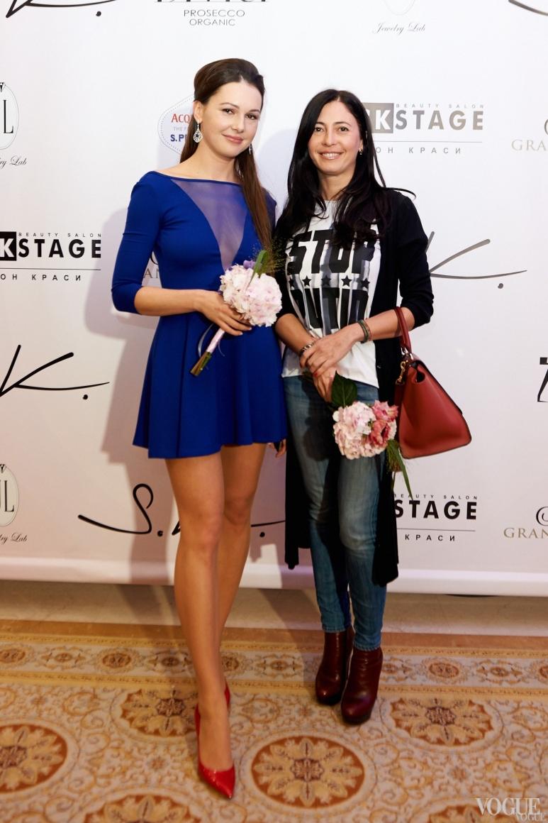 Аксения Черницкая (справа)