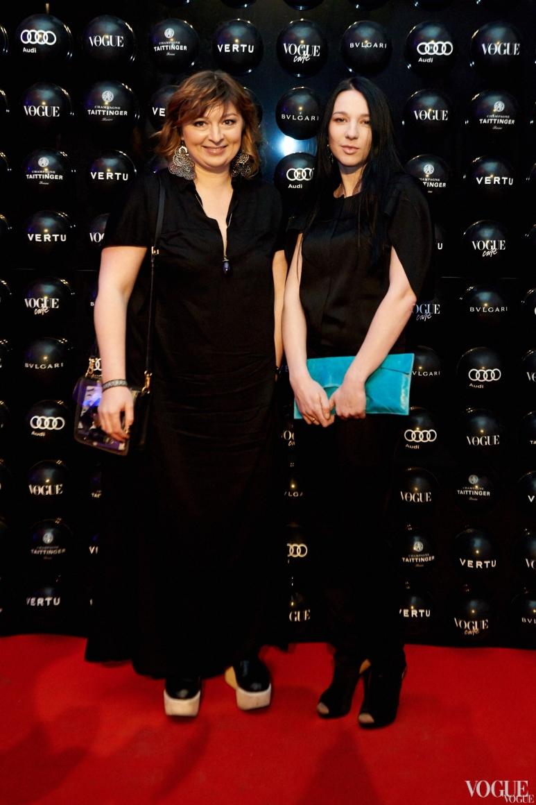 Кристина Бобкова (слева)