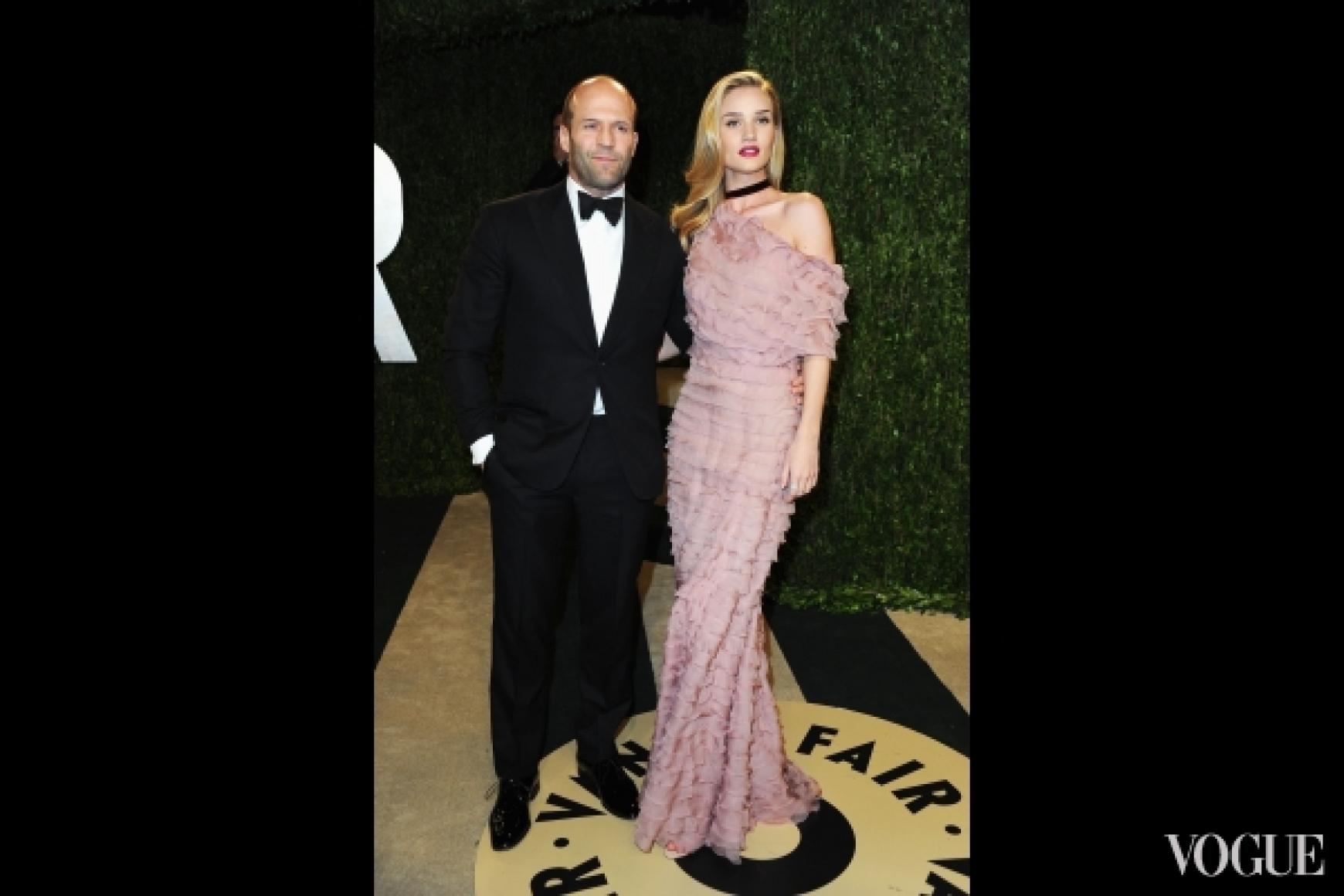 Джейсон Стэтхэм и Рози Хантингтон-Уайтли в платье Valentino Fall 2012 Couture