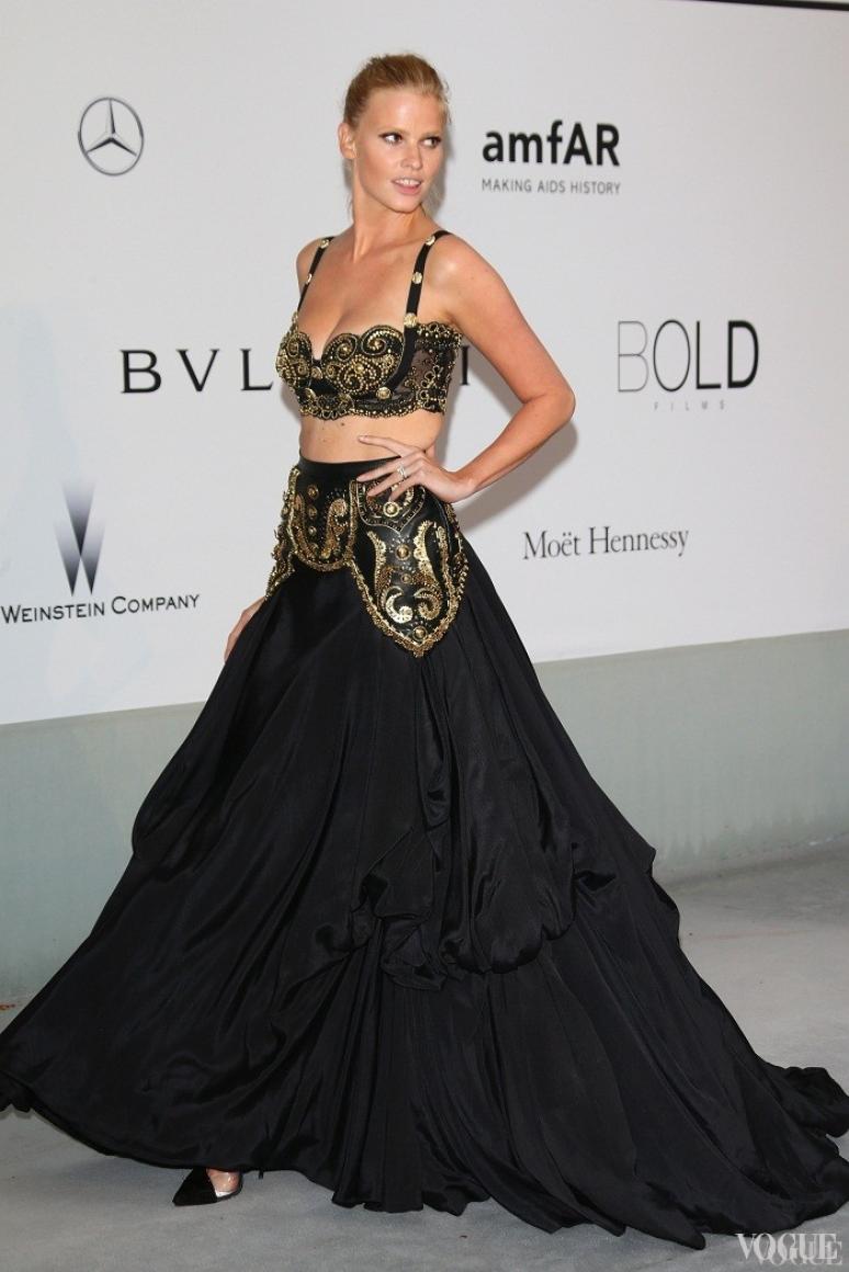 Лара Стоун в винтажном Gianni Versace