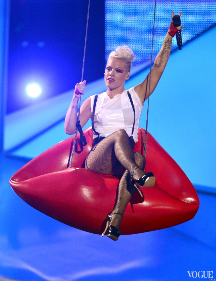 Pink на церемонии MTV Video Music Awards 2012