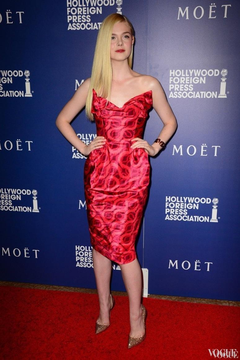 Эль Фэннинг в платье Vivienne Westwood Gold Label и лодочках Christian Louboutin