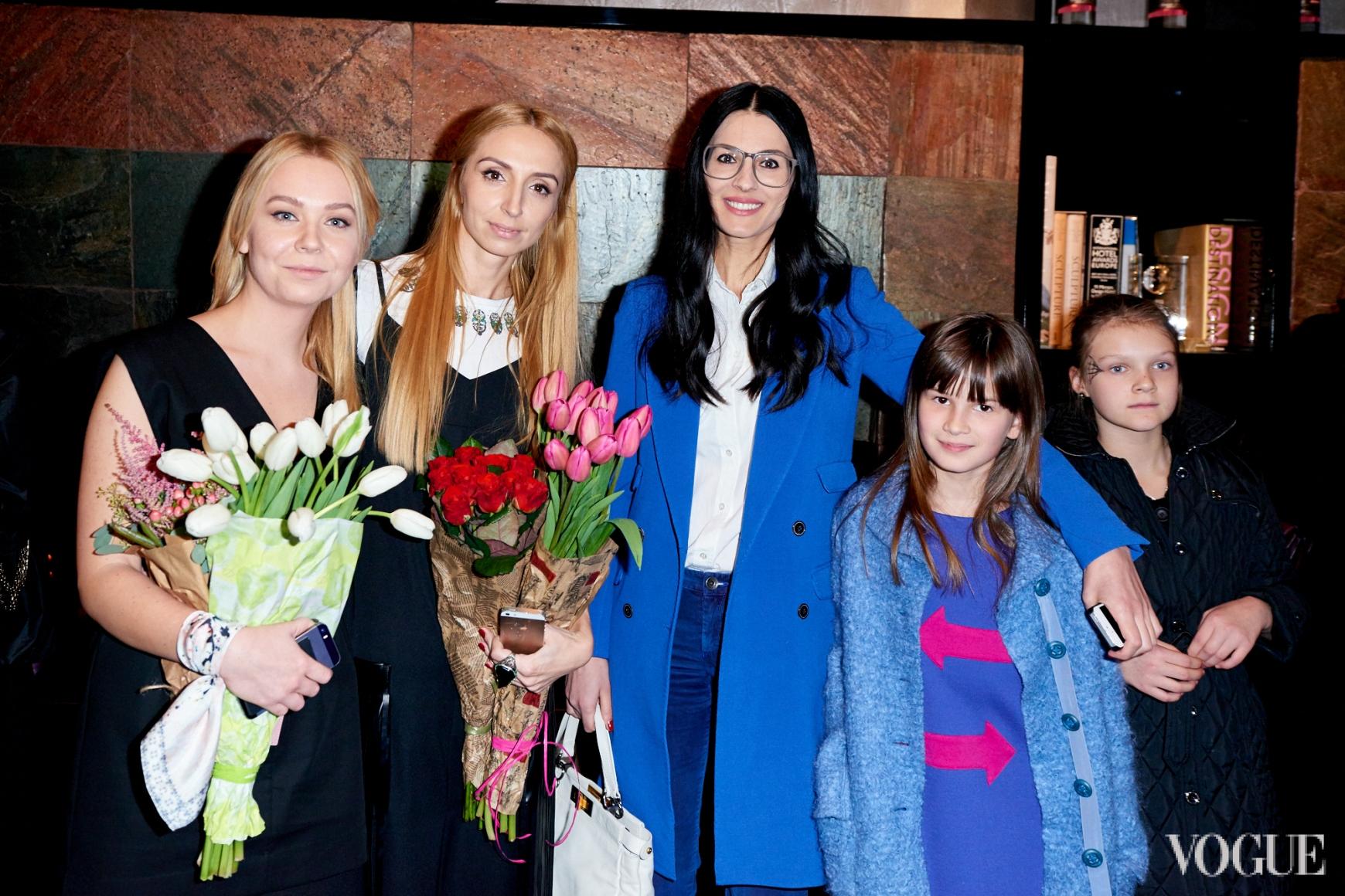 Катерина Квит, Оксана Голубченко и Маша Ефросинина с дочерью Наной
