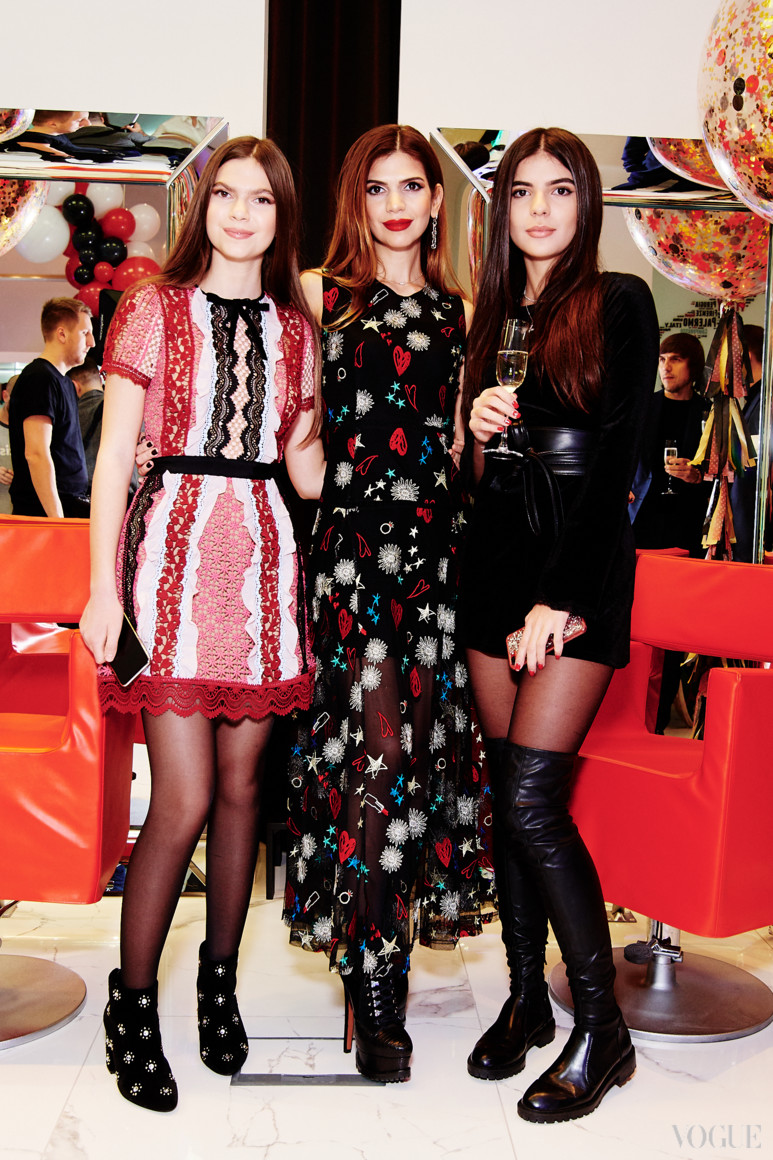 Алина Алиева с дочерью Сабриной  и племянницей Софией Крапивиной
