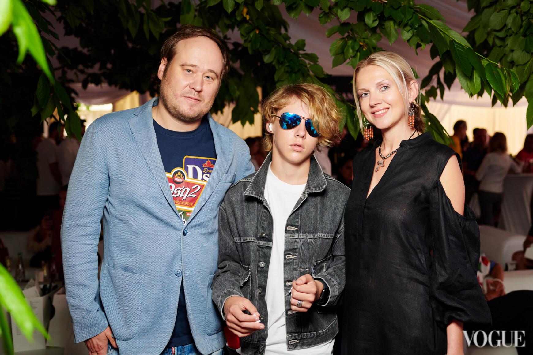 Евгений Бондаренко с семьей