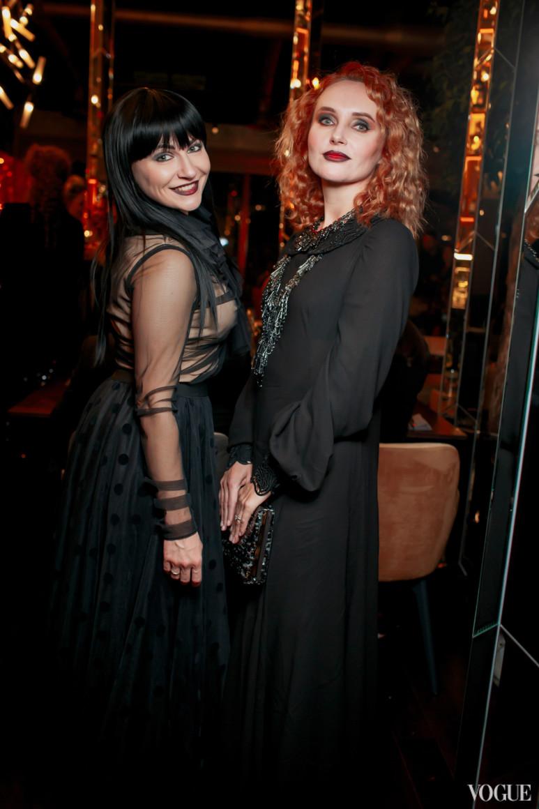 Анастасия Жолинская (слева)